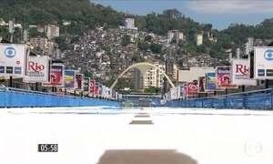 Profissionais preparam o Sambódromo para o Carnaval no RJ