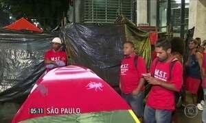 Integrantes do MTST protestam em São Paulo