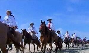 Gaúchos celebram a diversidade regional com a cavalgada do mar