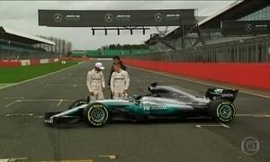 Mercedes apresenta, no circuito de Silverstone, o carro de 2017 da Fórmula 1