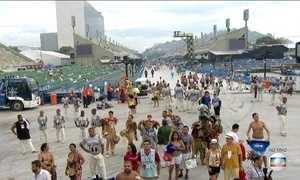 Novidades marcam primeiro dia de desfiles das Escolas do Grupo Especial no RJ