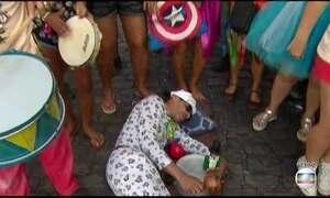 Blocos espantam a preguiça e animam foliões dentro de casa em Olinda (PE)
