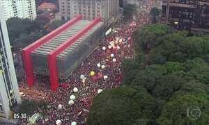 Sindicatos e movimentos sociais protestam pelo país