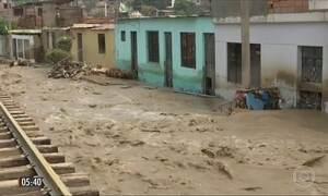 Força da água devasta casas e estradas no Peru