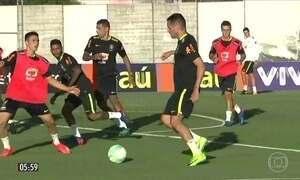 Seleção Brasileira faz primeiro treino para jogo contra o Uruguai