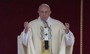 Papa Francisco pede socorro aos 'novos escravos', se referindo aos imigrantes