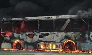 Dezesseis ônibus são incendiados em Fortaleza e na Região Metropolitana