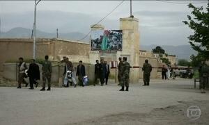 Ataque talibã a base militar mata 140 soldados no Afeganistão