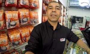 Comerciante conta sua experiência como vendedor de cabos e adaptadores