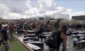 Índios protestam em Brasília contra projeto sobre demarcação de terras