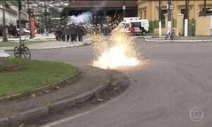 Manifestantes e polícia travam confrontos em SP
