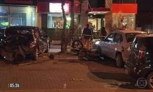 Motorista embriagada bate em cinco carros e em uma moto no DF