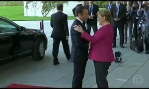 Emmanuel Macron vai à Alemanha se encontrar com a primeira ministra Angela Merkel