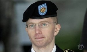 Chelsea Manning, condenado por divulgar documentos sigilosos, é liberado de prisão militar