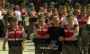 Turquia começa a julgar suspeitos de tentativa de golpe militar em 2016