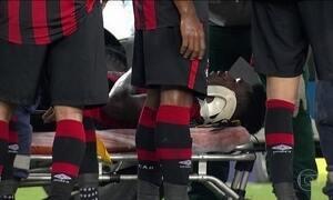 Fluminense e Atlético-PR empatam jogo que teve ambulância em campo