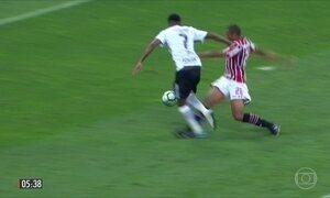 Corinthians vence o São Paulo e mantém liderança do Brasileirão