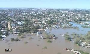 Ministros sobrevoam áreas atingidas pela chuva no RS