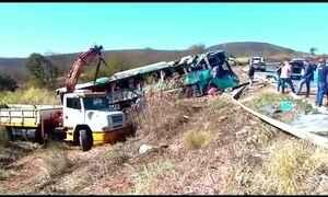 Acidente de ônibus no norte de MG mata 11 pessoas e deixa 19 feridas