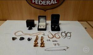 PF recolhe 15 joias no apartamento da irmã de Adriana Ancelmo, mulher de Sérgio Cabral