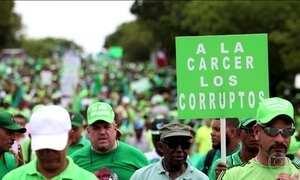 Manifestantes exigem que o presidente da República Dominicana seja processado