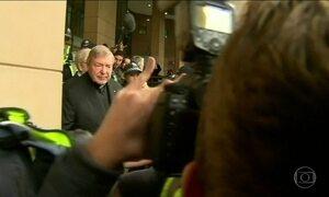 Tesoureiro do Vaticano participa de julgamento em que é acusado de abuso sexual