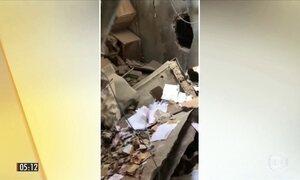 Ladrões fogem carregando sacos de dinheiro roubado de agência bancária em PE