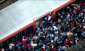 Dia começa com lentidão em dias linhas da Companhia de Trens de SP