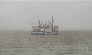 Mau tempo dificulta buscas pelo barco pesqueiro que desapareceu na costa gaúcha