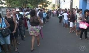 Centenas de pessoas enfrentam filas por atendimento em posto de saúde de São Luís, MA