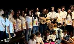 Projeto usa música para trabalhar responsabilidade e autoestima de crianças e adolescentes