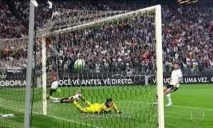 Cai a invencibilidade do Corinthians, líder do Brasileirão