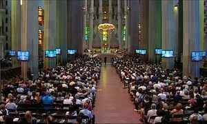 Cerimônia na Sagrada Família relembra vítimas de atentados em Barcelona