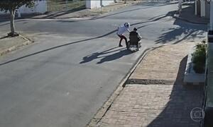 Polícia de São Paulo divulga fotos dos homens que assaltaram cadeirante