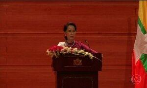 Prêmio Nobel da paz Aung San Suu Kyi faz discurso condenando violações aos direitos humanos