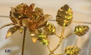 Papa Francisco presenteia com rosa de ouro o Santuário de Aparecida em SP