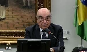 CCJ aprova parecer que livra Michel Temer de investigação no STF