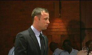Paratleta Oscar Pistorius tem pena dobrada para treze anos e cinco meses de prisão
