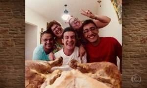 Família do Rio de Janeiro compartilha ceia de Natal por um ângulo diferente