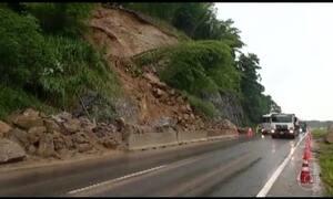 Rodovia Régis Bittencourt fica interditada 24 horas por causa de deslizamento