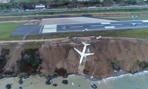 Avião derrapa e fica pendurado a poucos metros do Mar Negro, na Turquia