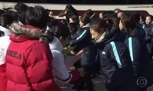 Atletas da Coreia do Norte chegam à Coreia do Sul para os Jogos Olímpicos de Inverno