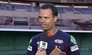 William Recife faz quatro gols e pede música no Fantástico