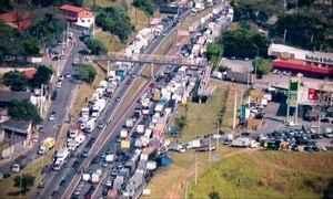 Caminhoneiros reclamam do preço do combustível no país
