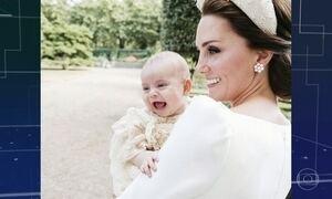 Fotos oficiais mostram William e Kate com os filhos após o batizado do caçula Louis