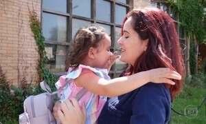 Brasileira recebe a filha de volta depois de quase dois meses de separação nos EUA
