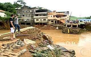 Cidades são destruídas pelas chuvas