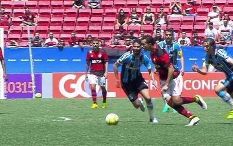 Com gols de Damião e Diego, Flamengo vence o Grrêmio por 2 a 1 e entra no G-4