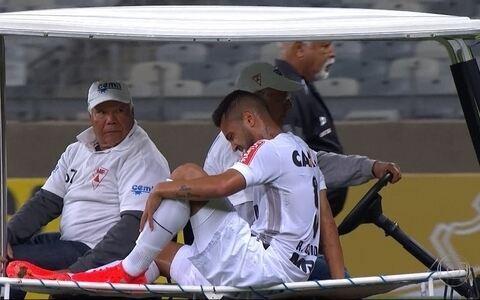 Rafael Carioca faz exames para saber a gravidade da lesão (Light Press)
