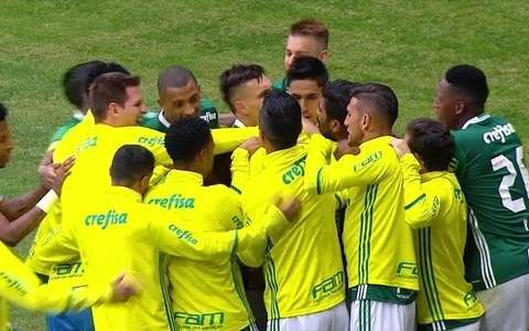 Palmeiras se mantém na liderança com vitória por  2 a 1 sobre o Coritiba